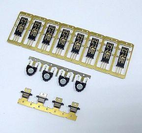 金属が付いているプラスチックはコネクターの注入型の部品オーバーモールドを挿入します